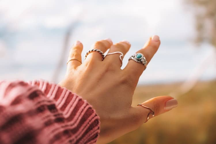 Antique Jewelry: The Aspects In Choosing