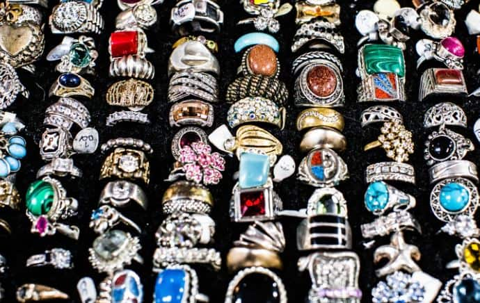A Guide To Buying And Maintaining Antique Jewelry
